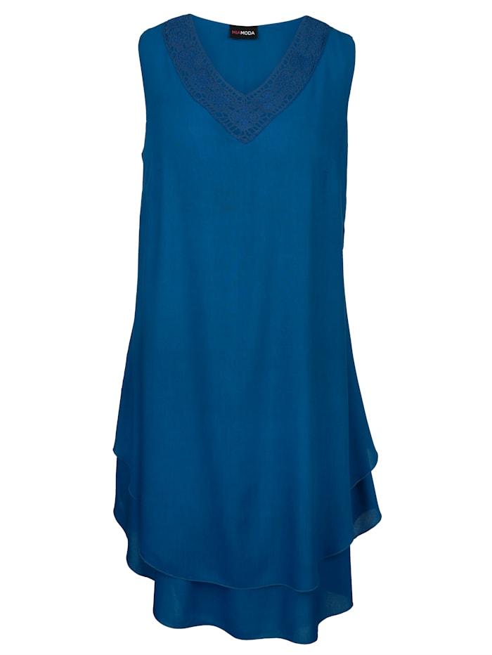 Kleid mit Abstufungen am Saum