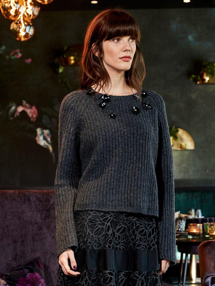 Pullover mit Besatz