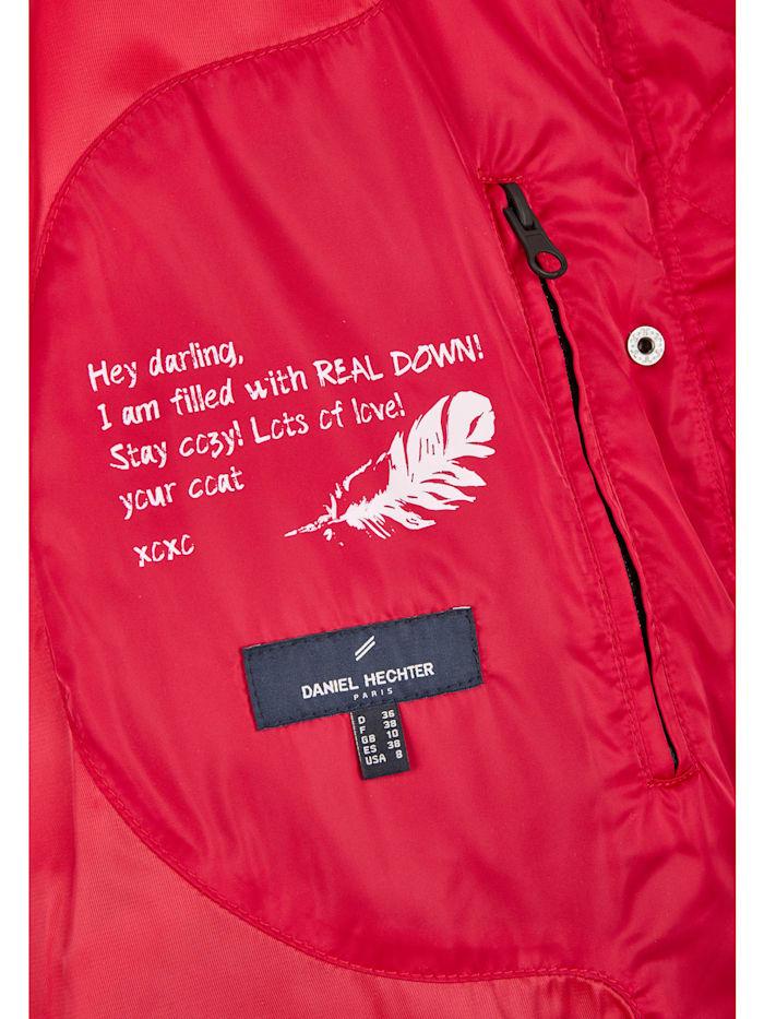 Moderne Daunen-Jacke mit vielen Details