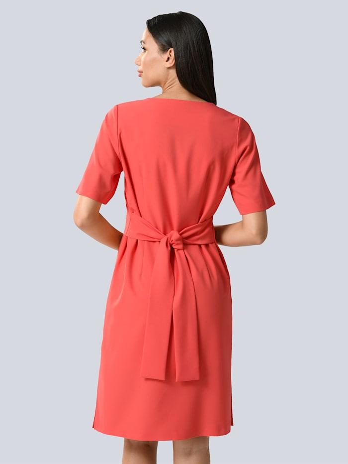 Kleid mit breiter Blende und Bindeband in der Taille