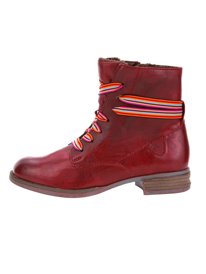 Talvinilkkurit raidallisin kengännauhoin