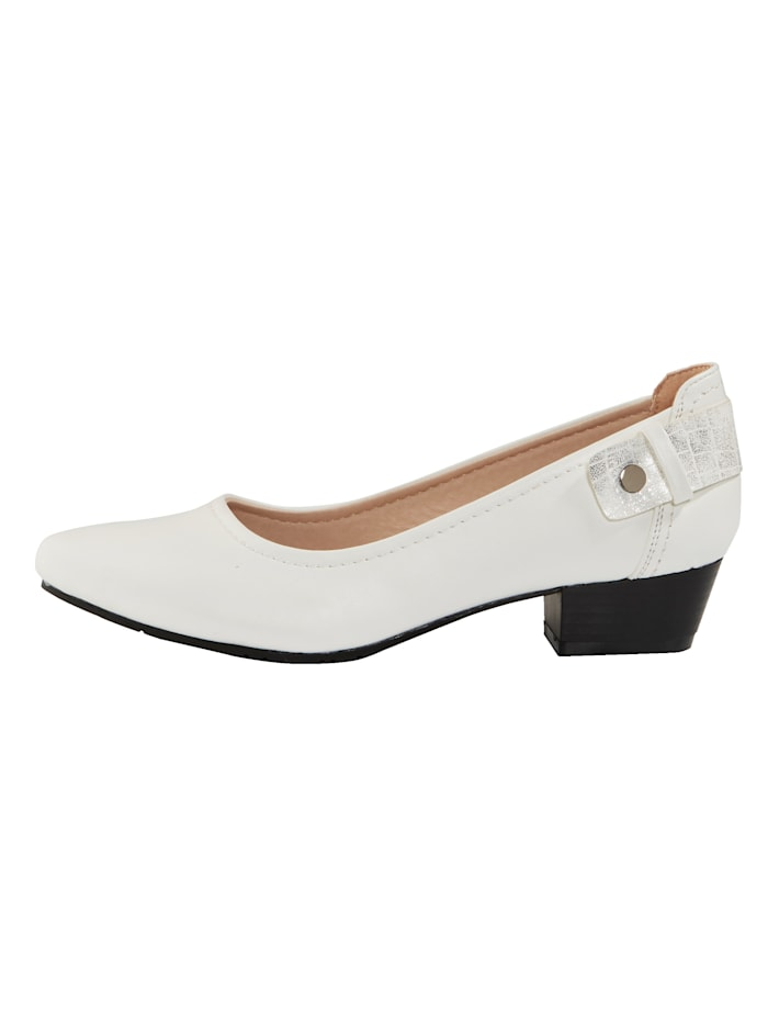 Court shoes with a pointed toe