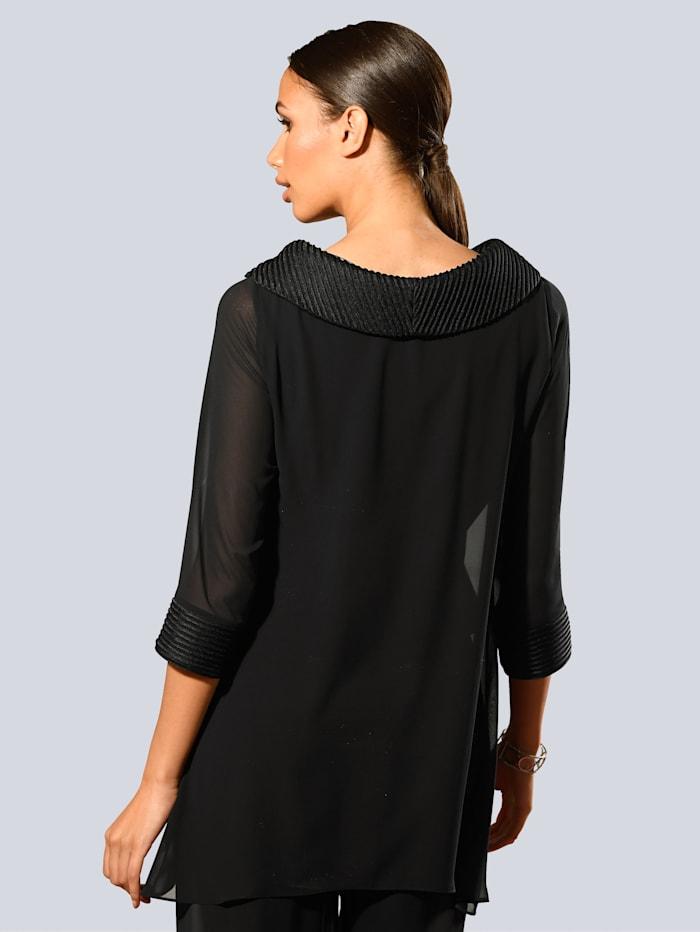 Bluse mit breitem Kragen