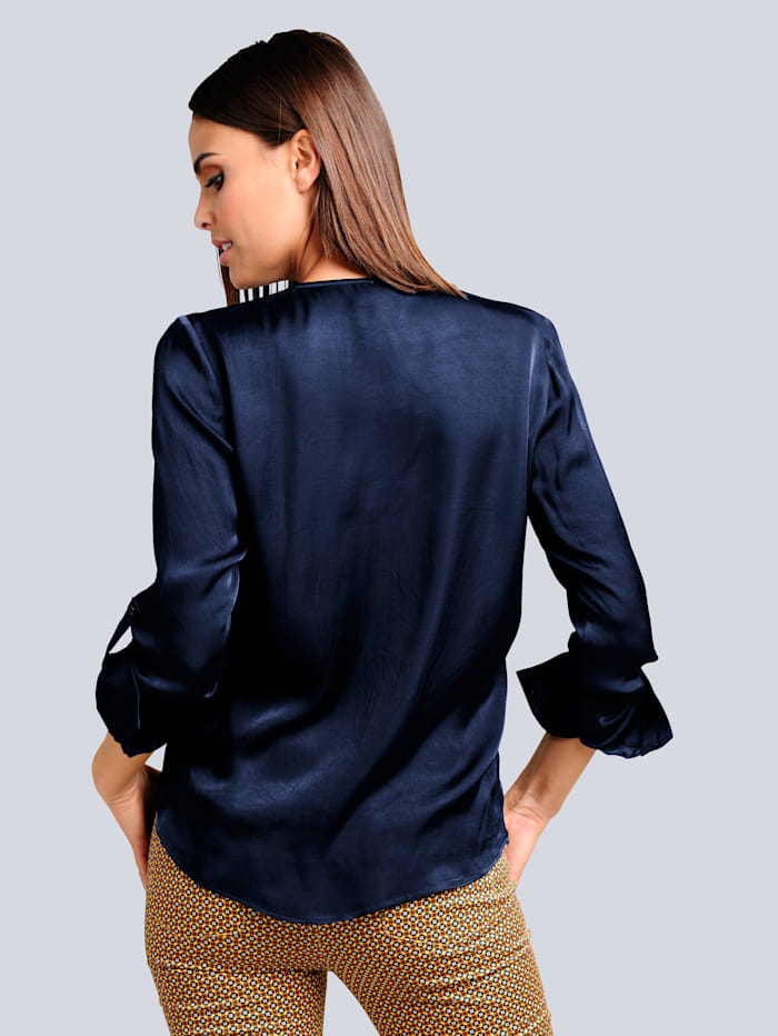 Bluse mit leichtem Glanz