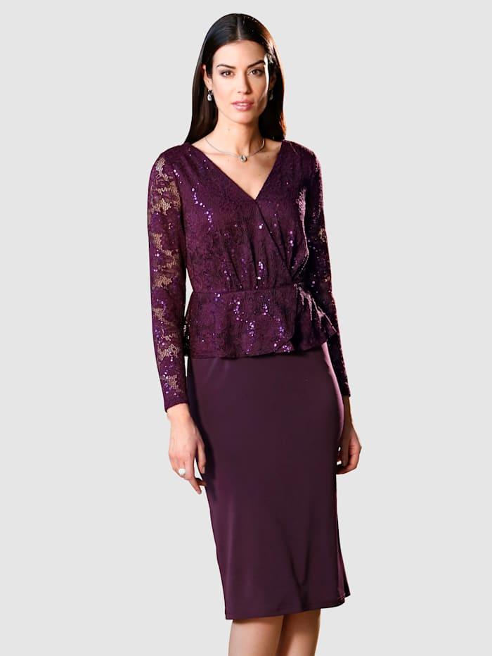 Kleid mit Spitze und Pailletten