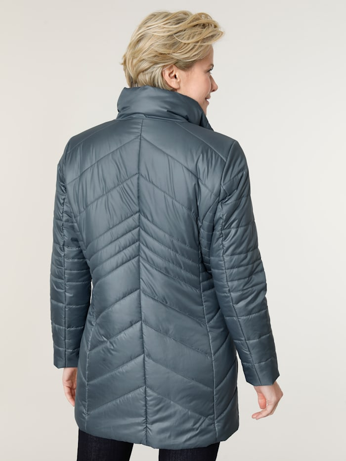 Jacket with a built-in thermometer