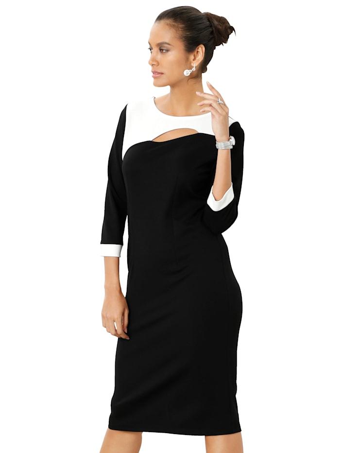 Kleid mit Cut-Out am Ausschnitt