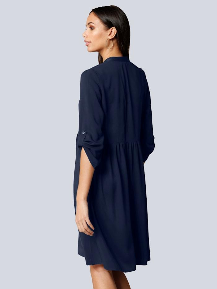 Šaty s malým riasením v oblasti pása