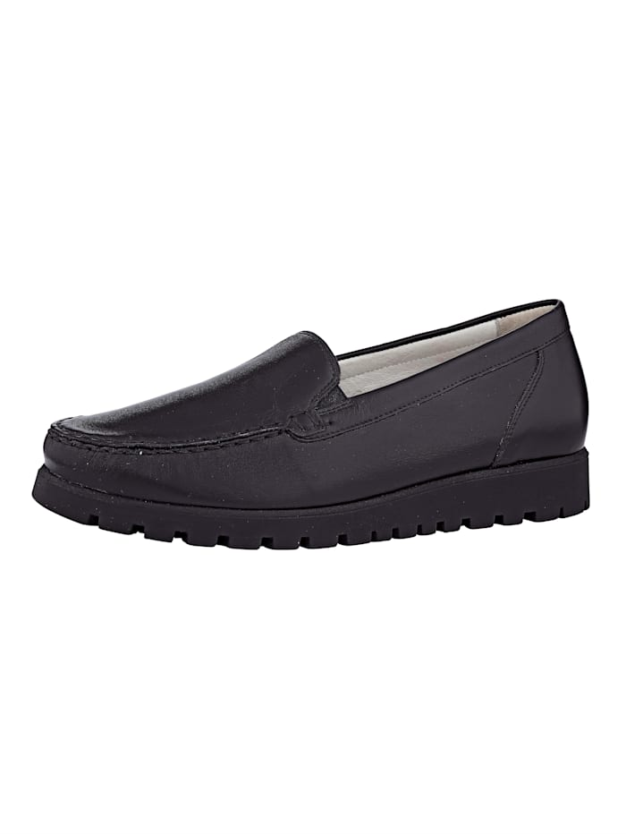 Slip-on shoes with fashionable moccasin seam