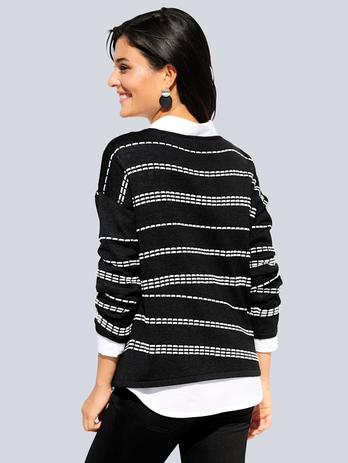 Pullover in gestricktem Streifenmuster