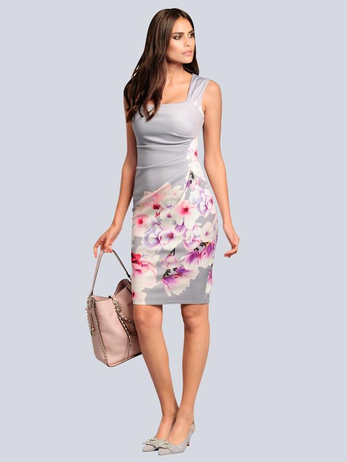 Kleid mit platziertem Blumenmuster