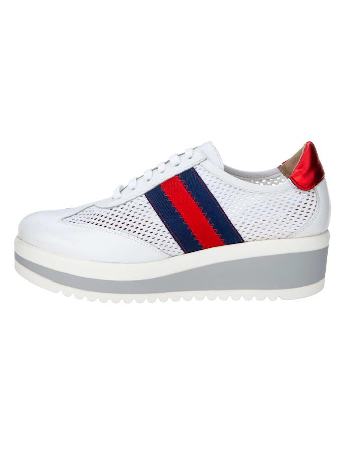 Sneakers med perforering
