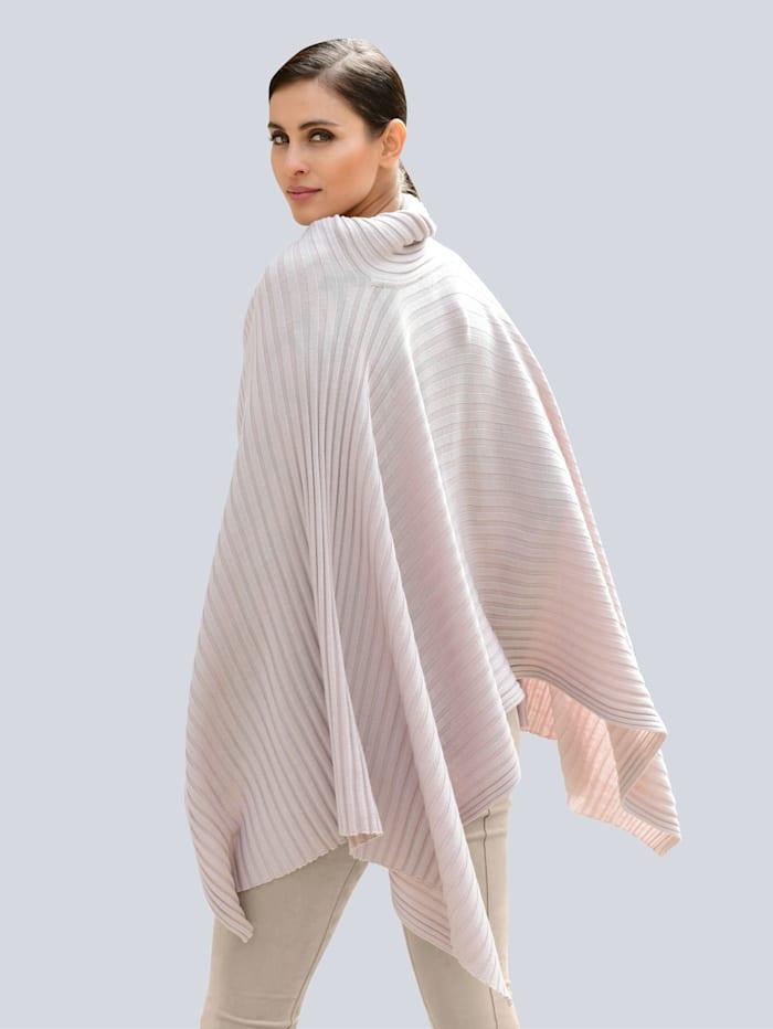Poncho-Pullover in modischer Schnittführung