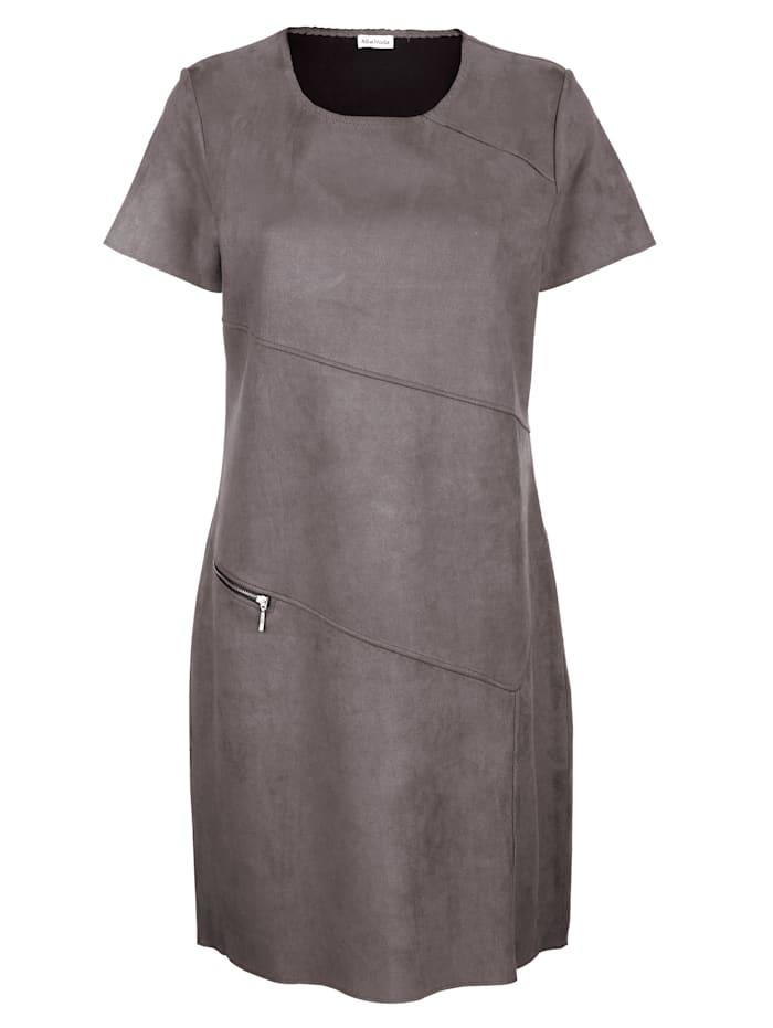Jerseykleid mit schräg verlaufenden modischen Teilungsnähten