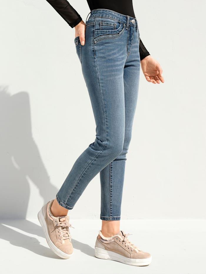 Jeans mit Reißverschlussdetail an den Taschen
