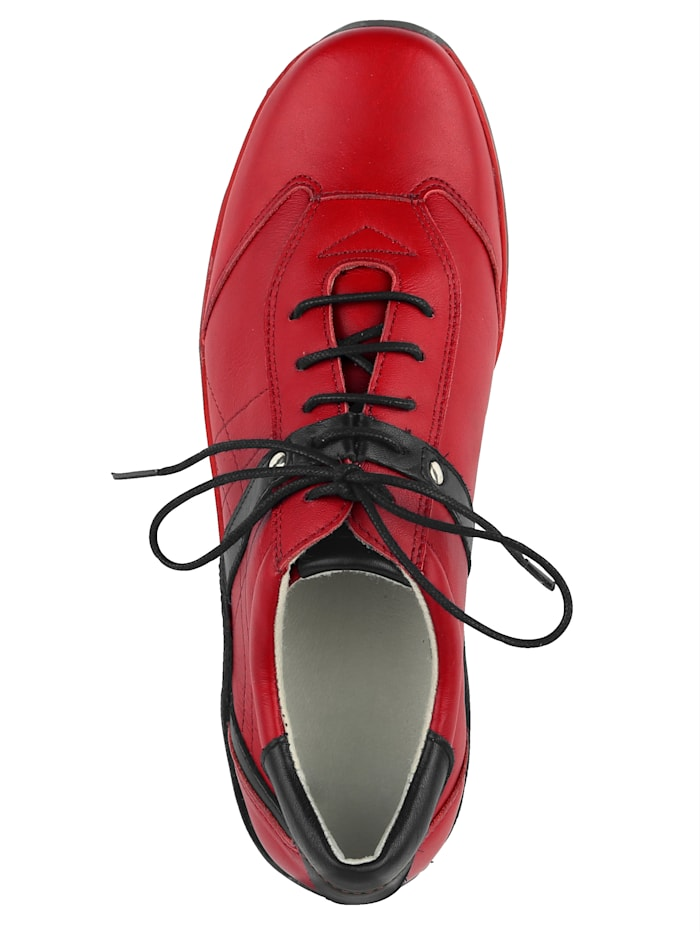 Lace-up shoes made of soft leather