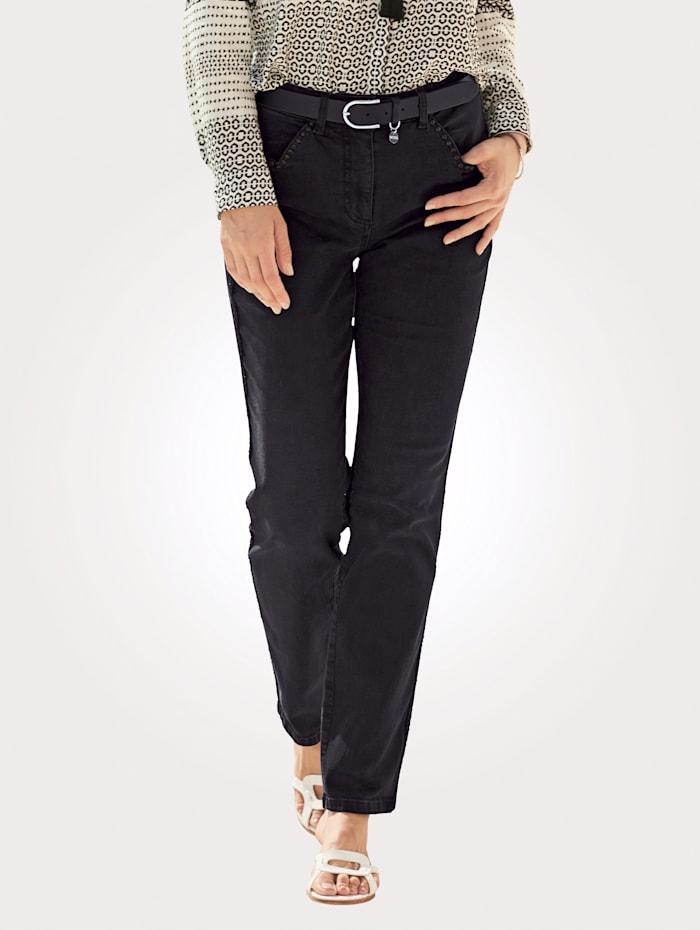 Jeans mit Strassnieten