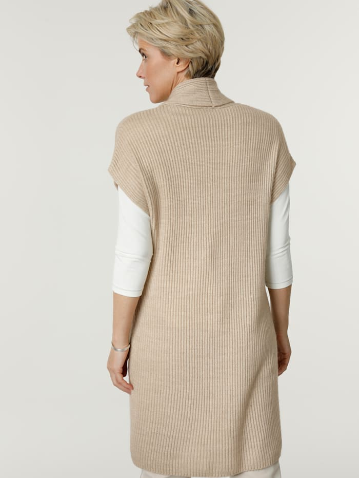 Knitted gilet with a touch of wool