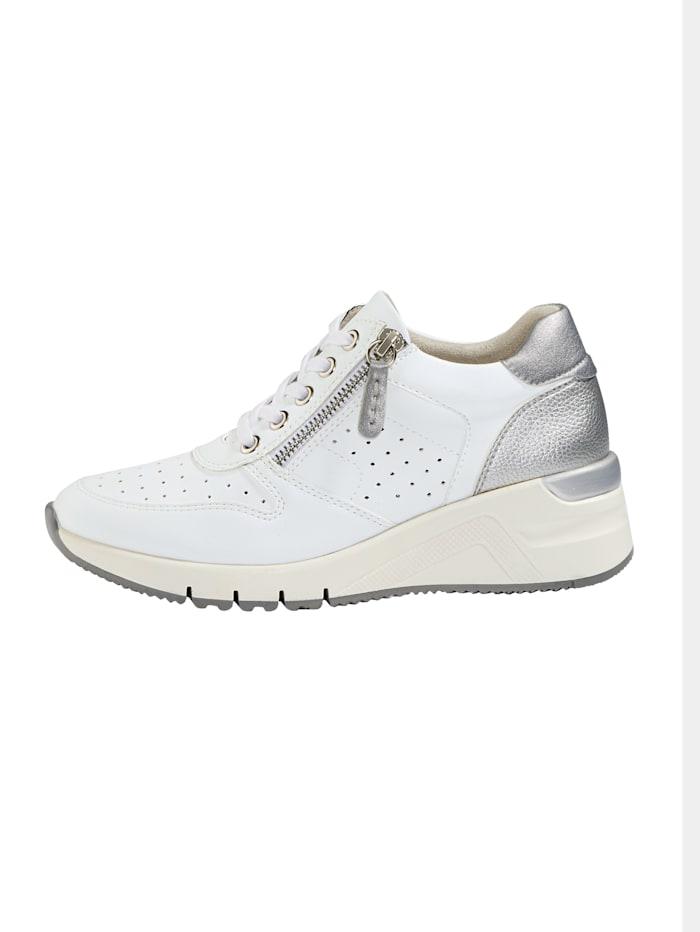 Sneakers med luftiga perforeringar