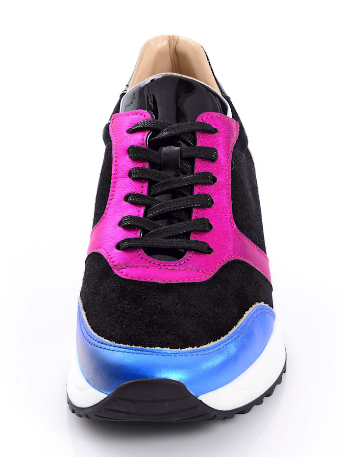 Sneaker im Optikenmix