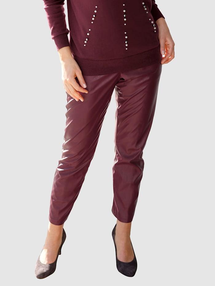MONA Bukse i imitert skinn, Vinrød