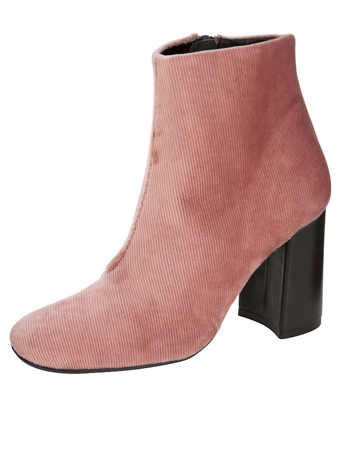 Ankle Boots in an on-trend cord look