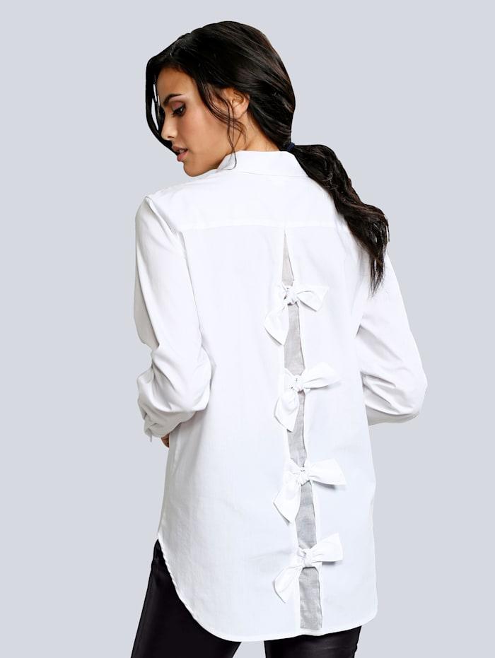 Bluse mit Zierschleifen im Rückenbereich