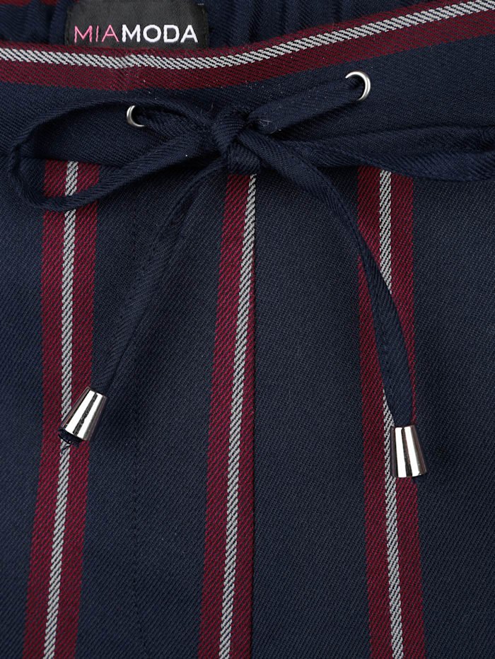 Hose mit streckendem Streifenmuster