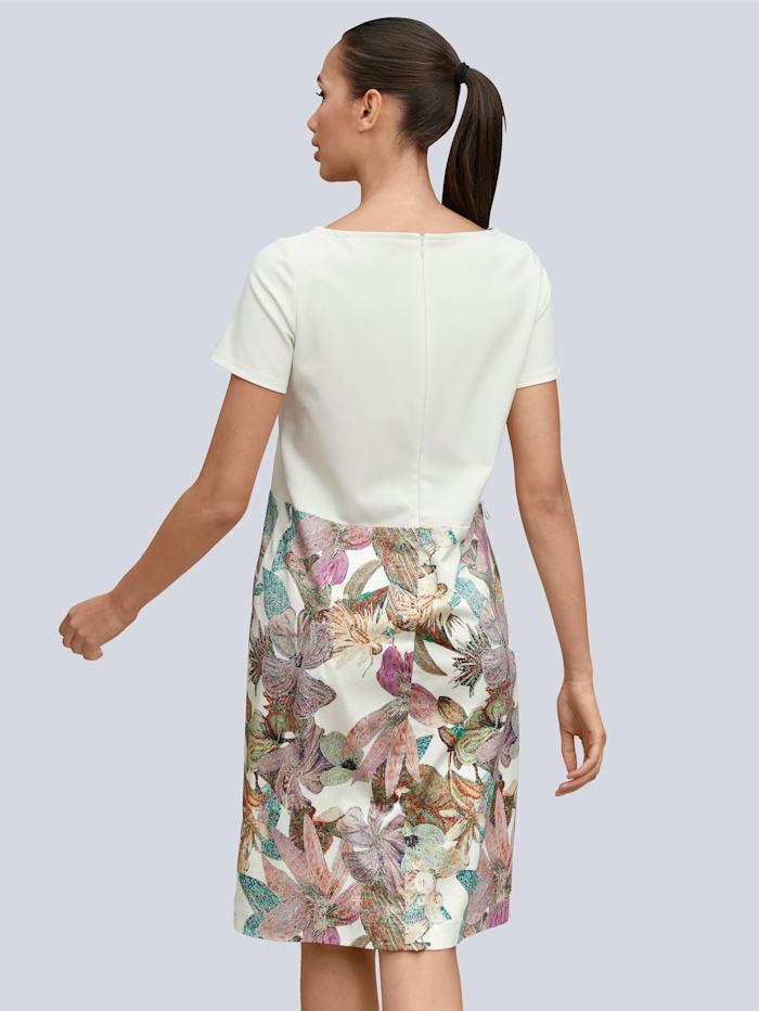 Klänning med exotiskt mönster