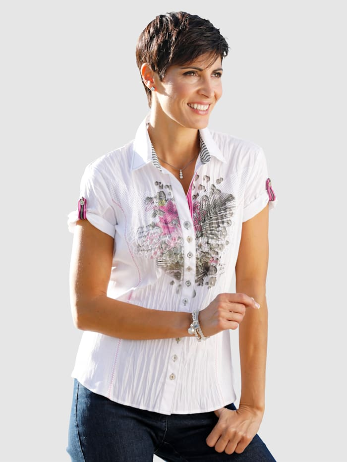 Blouse Eye-catching print on the front