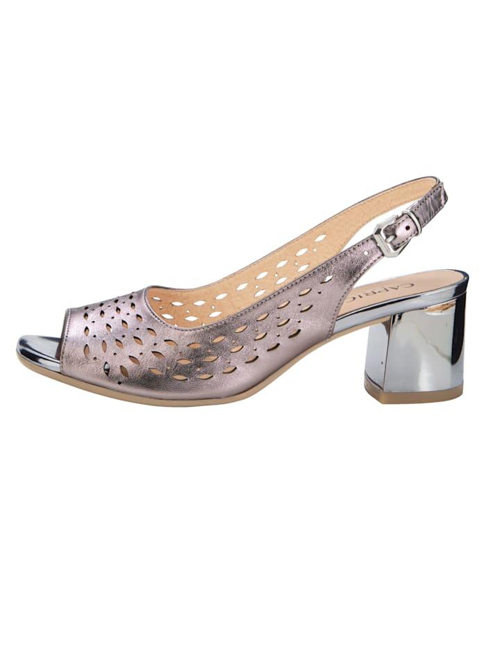 Sandale mit sommerlichen Durchbrüchen