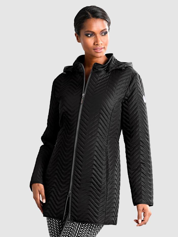 Kabát s odnímatelnou kapucí