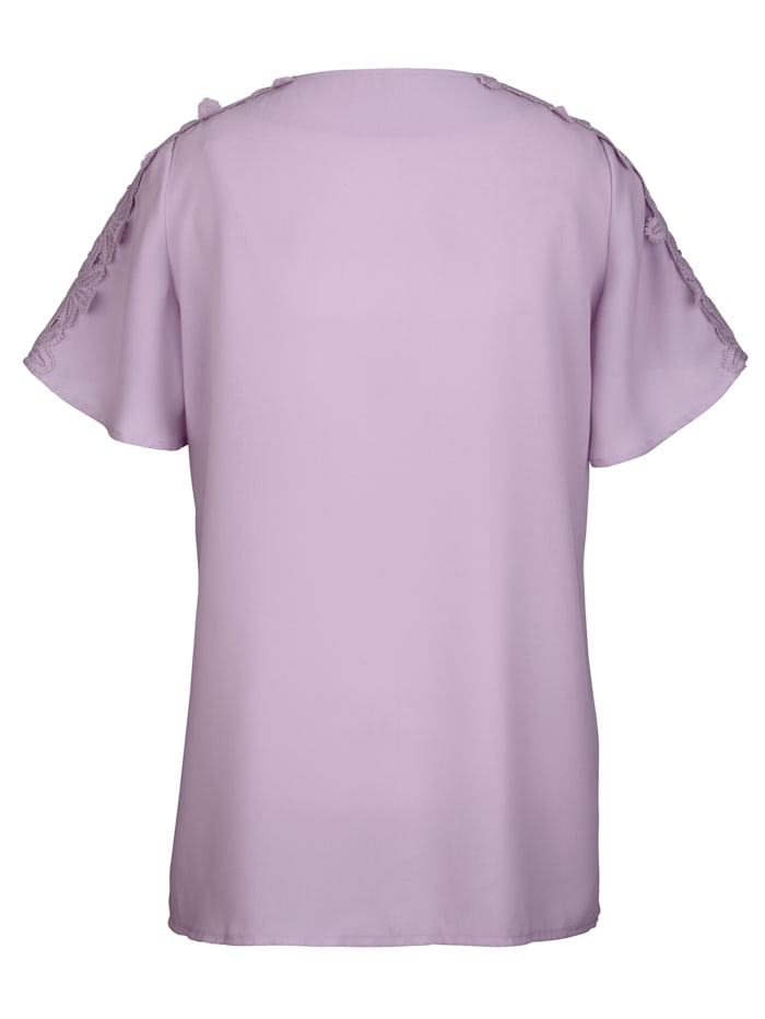 Bluse mit Spitze an den Ärmeln und im Schulterbereich