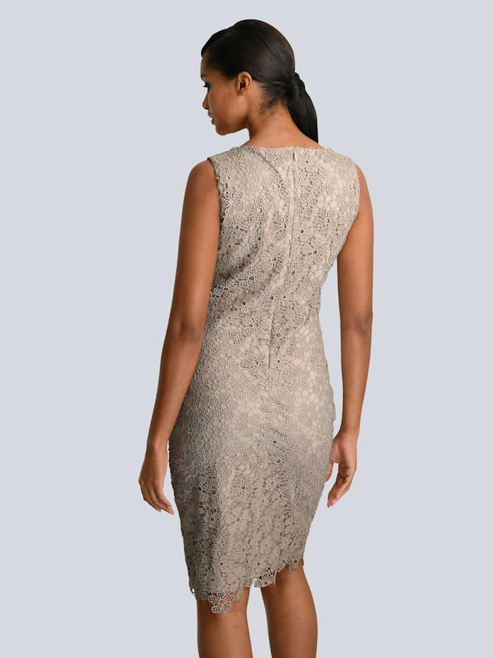Kleid aus edler Spitze allover