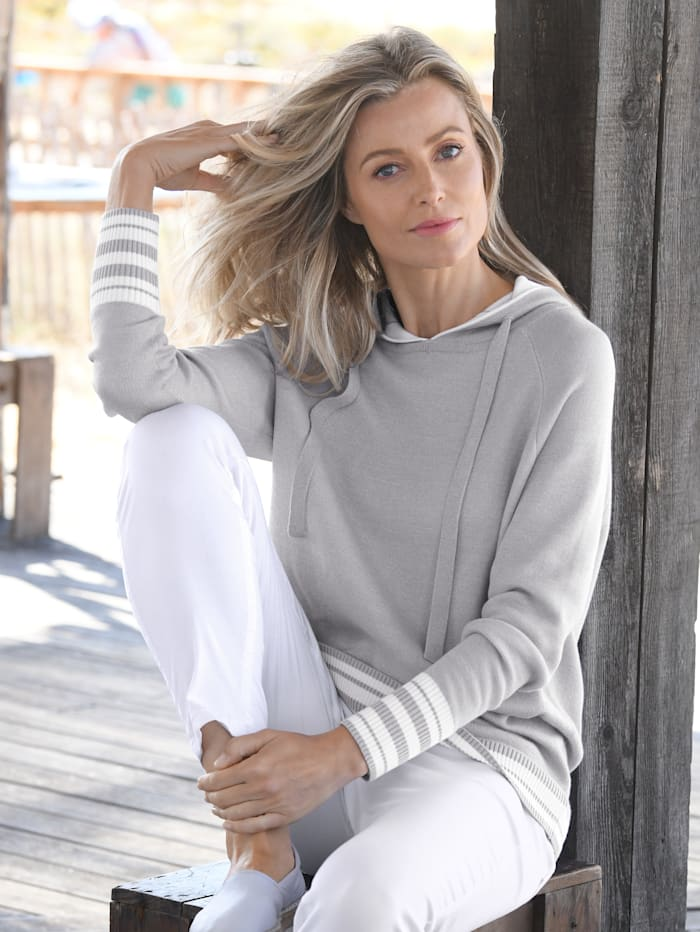 Pullover mit praktischer Kapuze