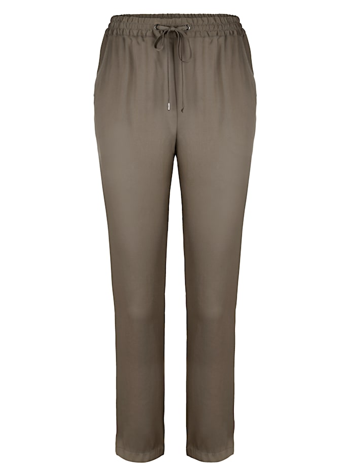 Pull-on trousers made from a smooth fabric