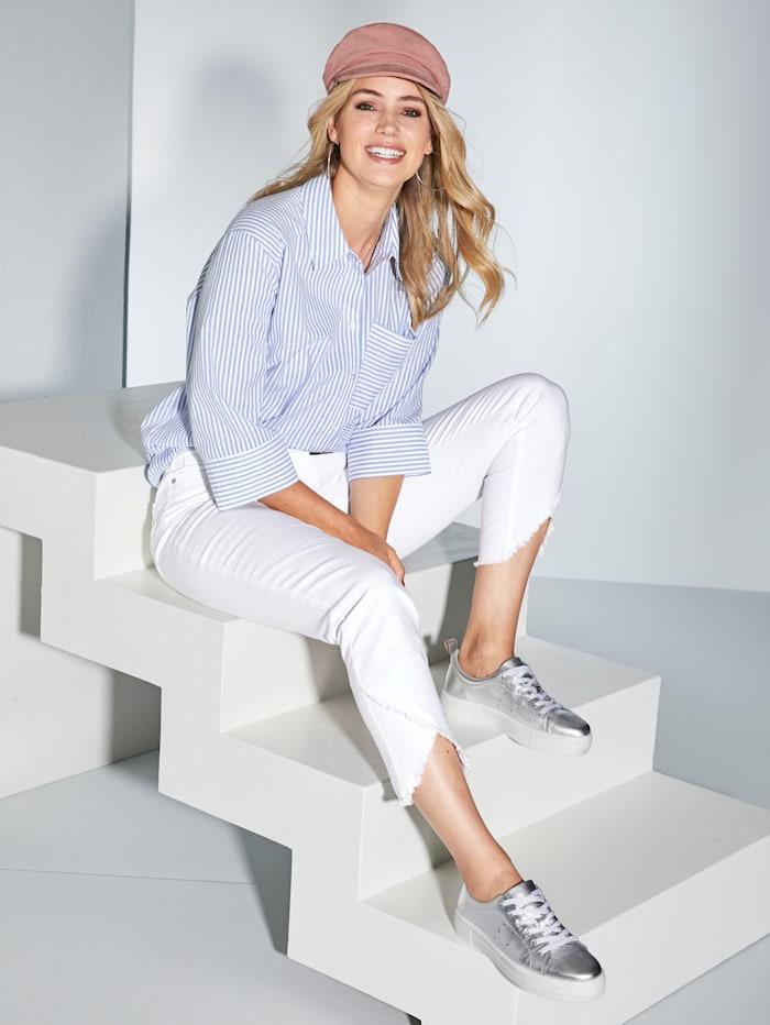 Jeans med asymmetrisk frynsekant