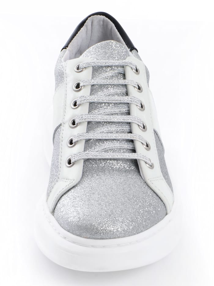 Sneaker als glitzerndes Highlight