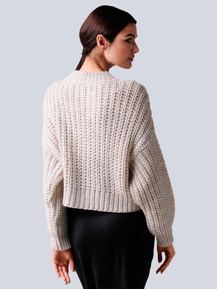 Pullover in kurzer Form