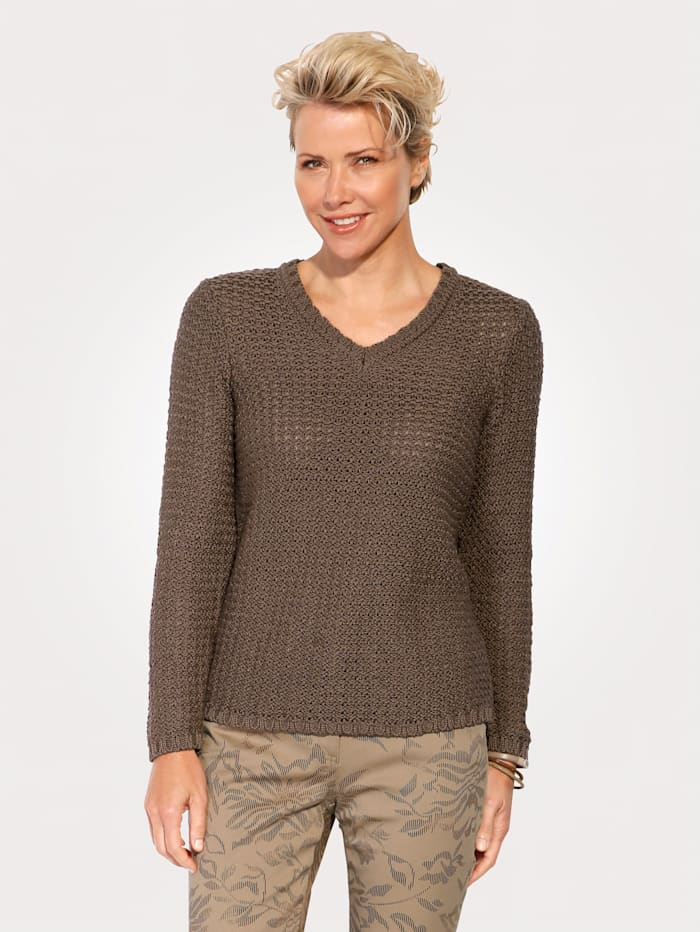 Jumper with shimmering thread
