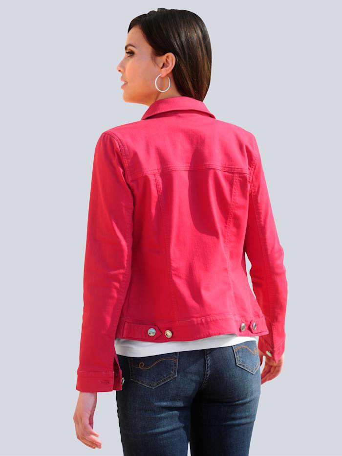Jeansjacke in modischer Farbstellung