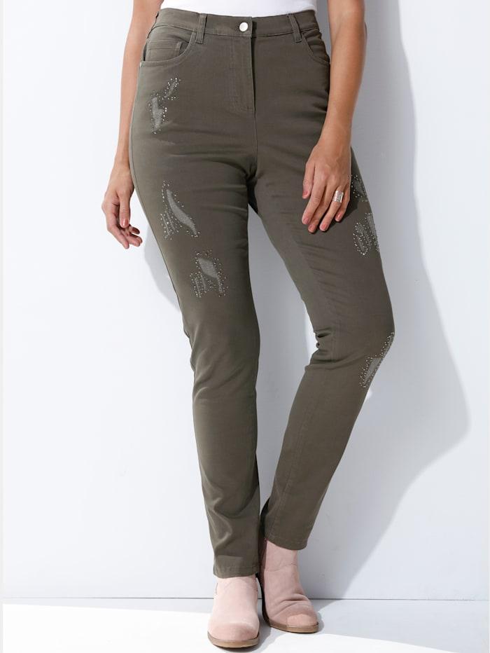 Jeans vorne am Bein mit Nieten besetzt