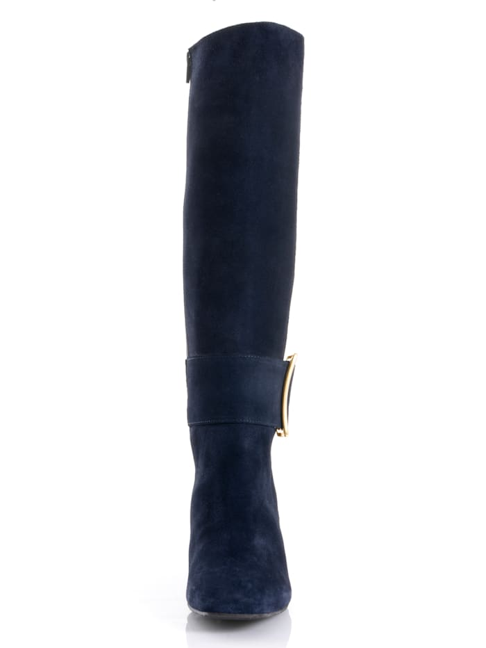 Stiefel mit dekorativer Schnalle