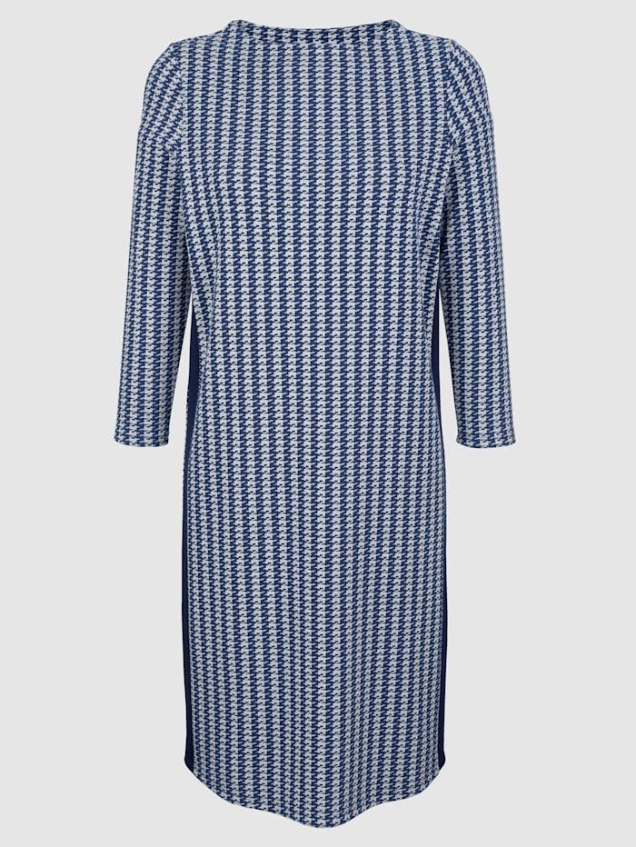 Raidallinen mekko