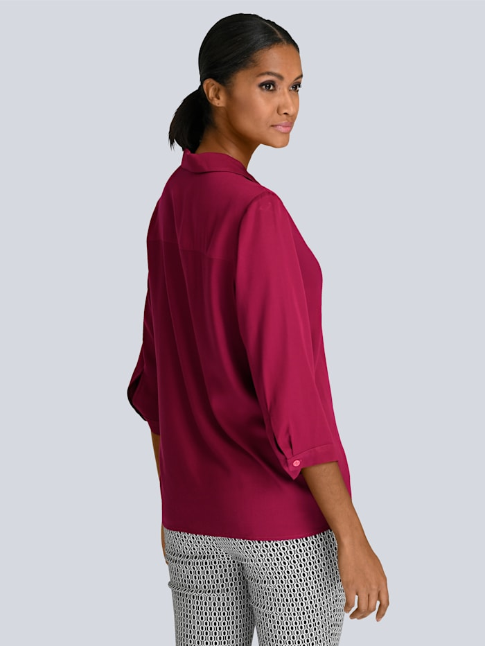 Bluse in sommerlicher Farbe