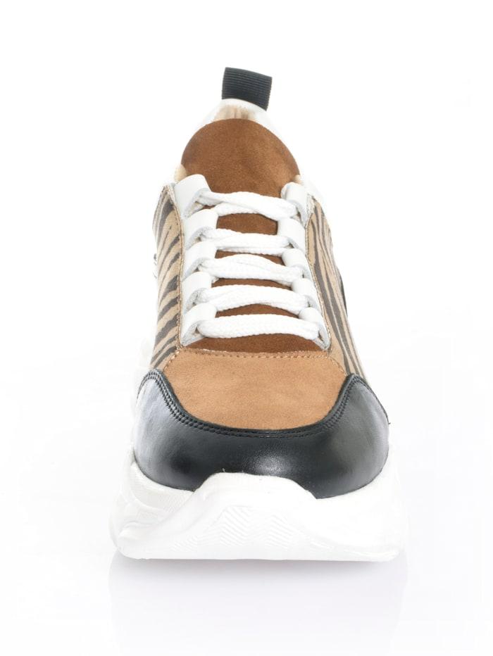 Sneaker aus Textil