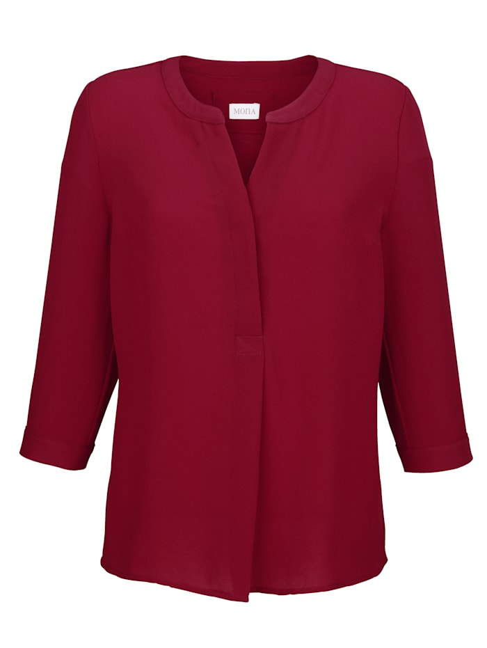 Pull-on blouse made from a light crêpe fabric