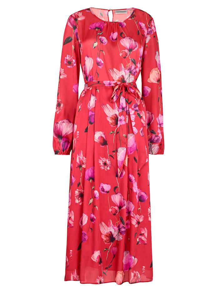 Dress in an elegant floral print