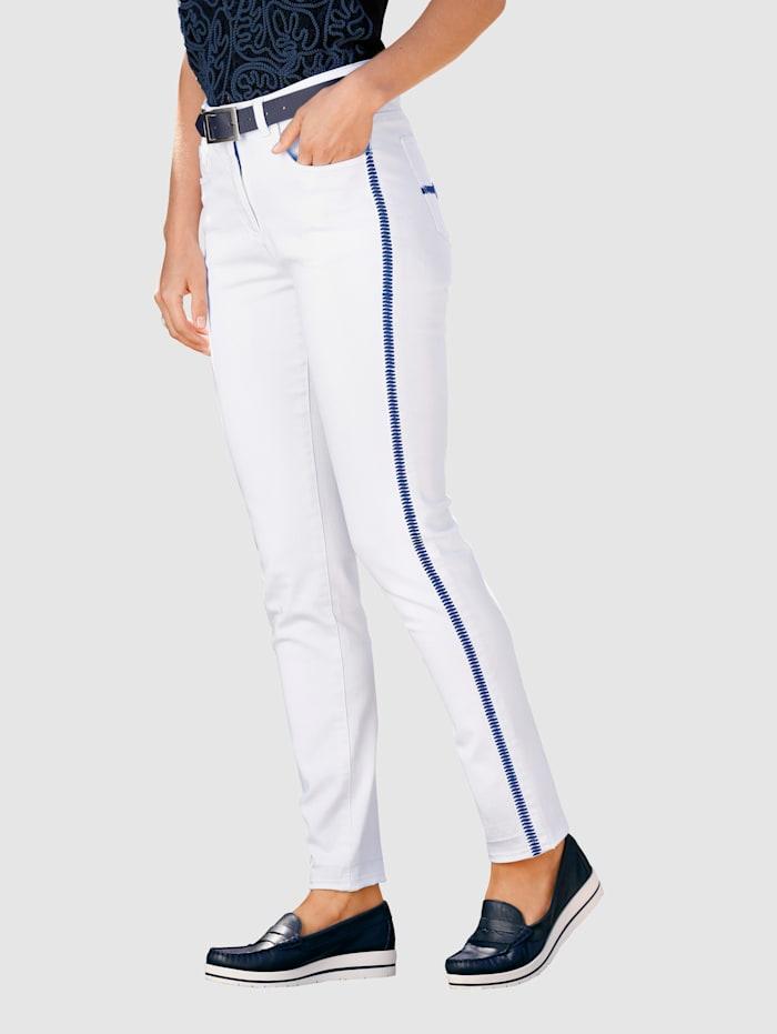 Paola 7/8-jeans med broderi i kontrasterande färg, Vit/Marinblå
