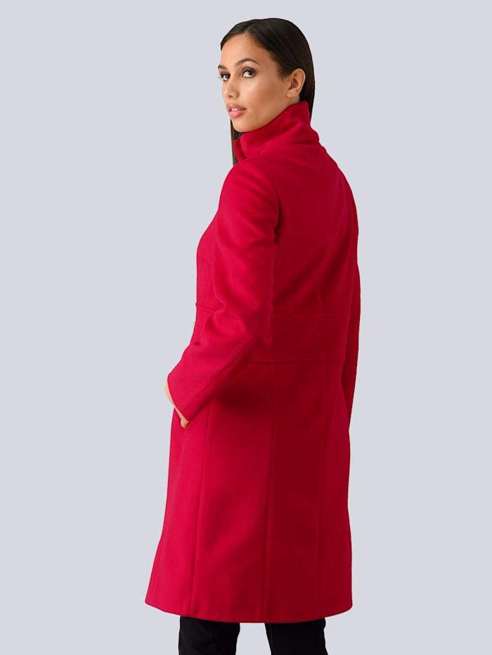 Manteau à boucle fantaisie